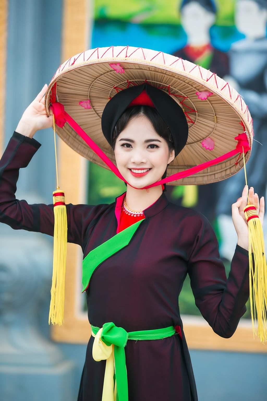 Vietnam souvenirs - quai thao hats