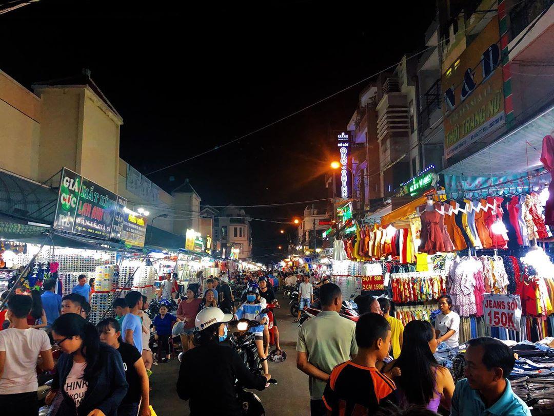 vietnam night market