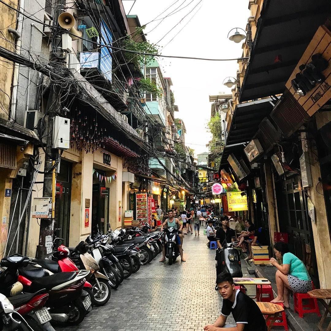 scams in Vietnam - overpriced parking