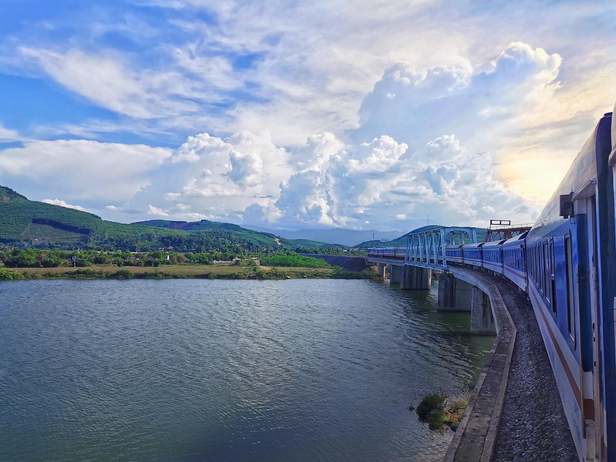 vietnam railway_hue