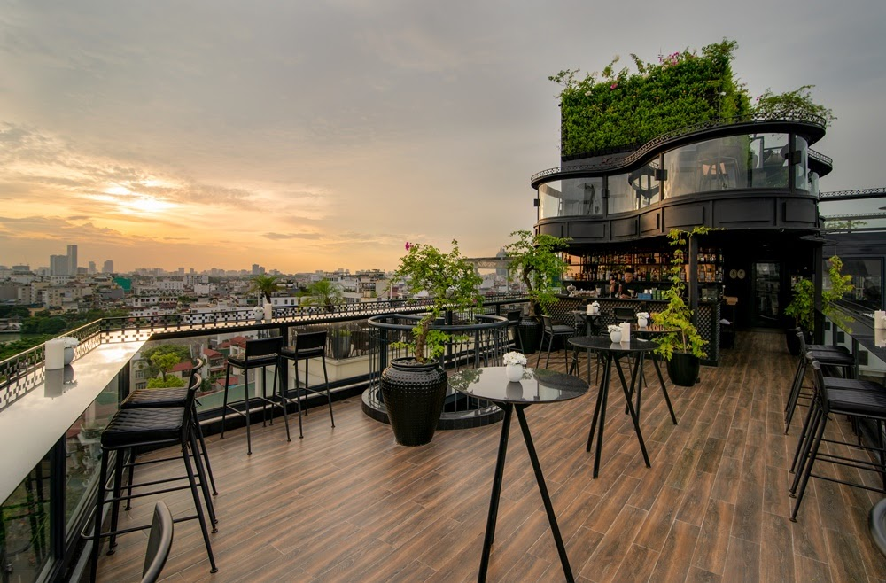 hanoi rooftop bars - diamond sky bar sunset