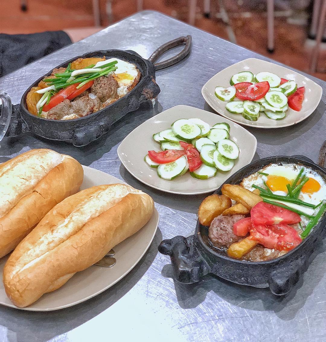 bánh mì hanoi - beef steak bánh mì