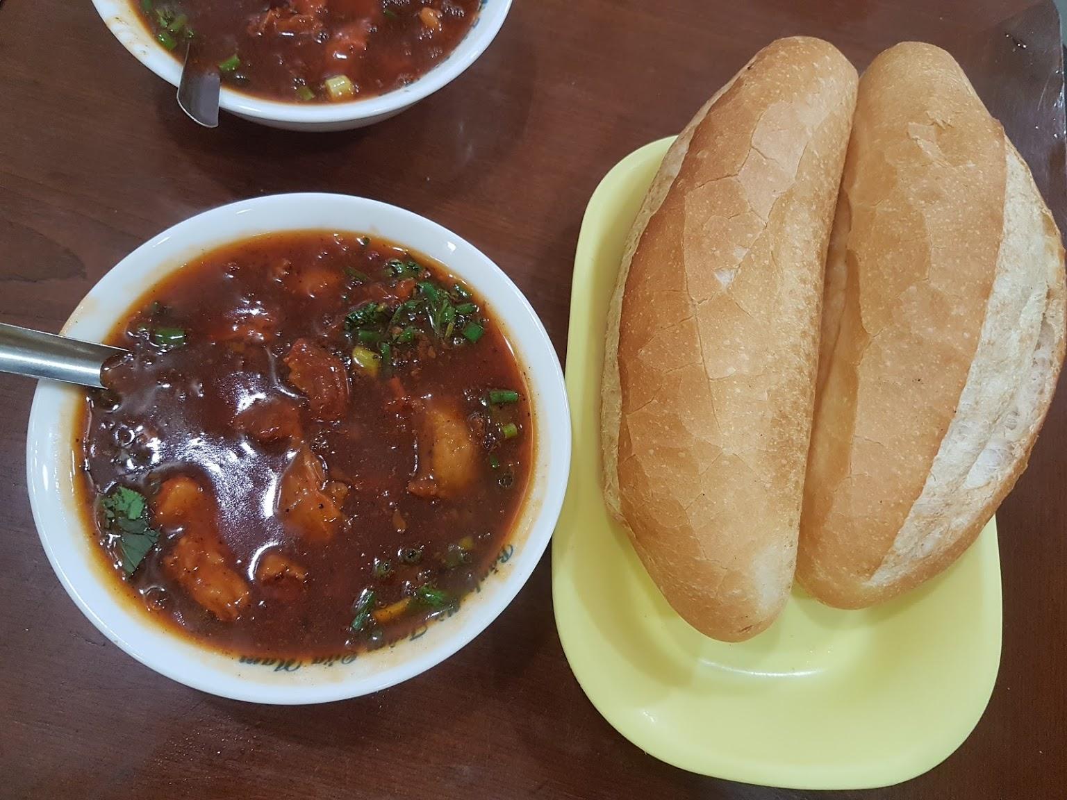 bánh mì hanoi - beef stew bánh mì