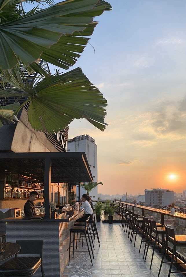 hanoi rooftop bars - deli sky bar