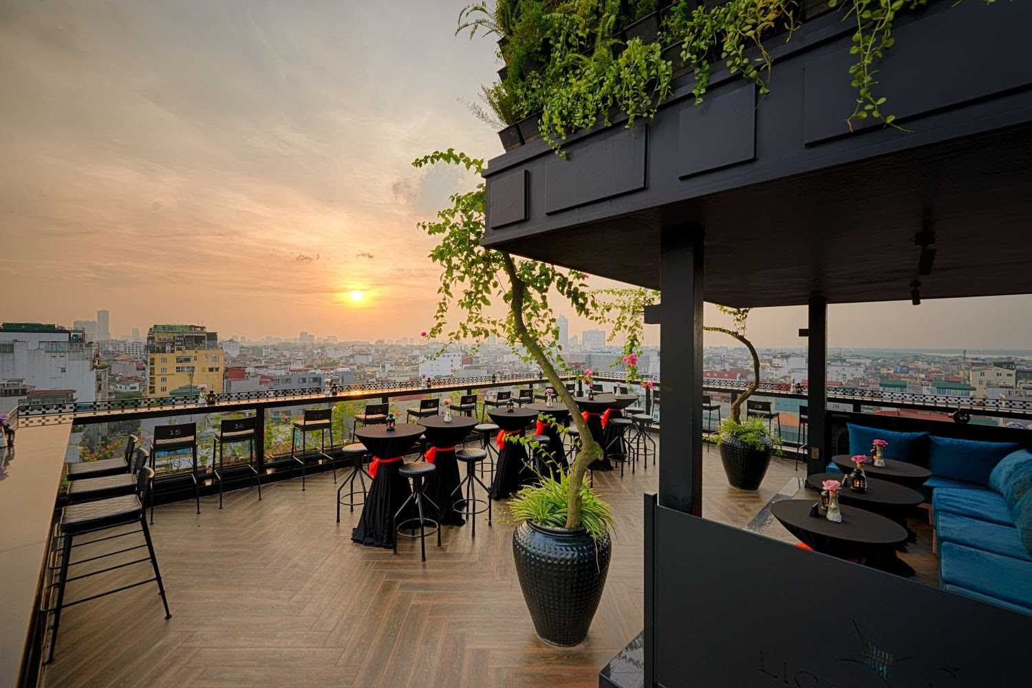 hanoi rooftop bars - lighthouse bar sunset