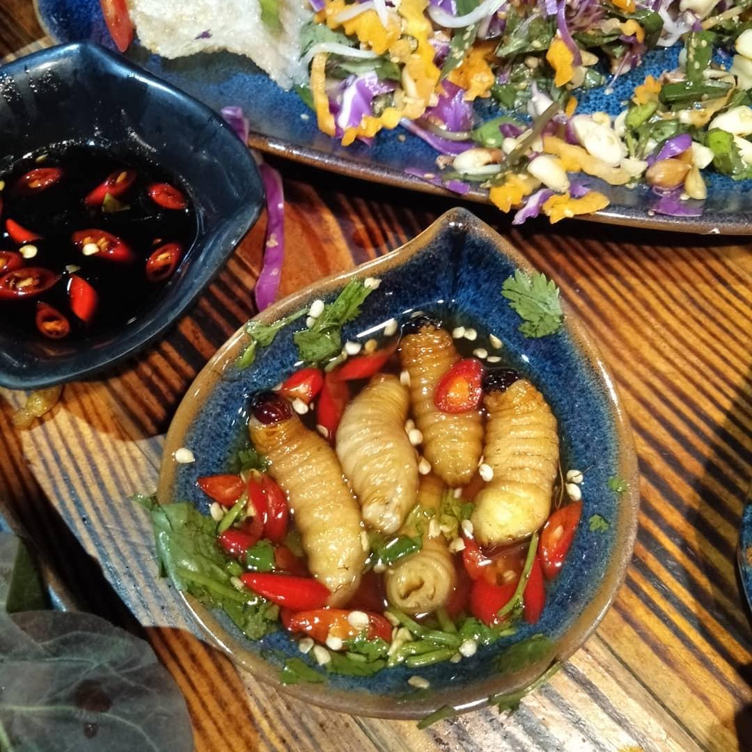 weird vietnamese foods - living đuông dừa