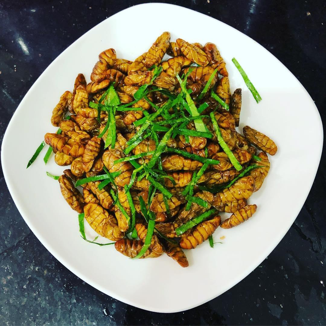 weird vietnamese foods - fried silkworm