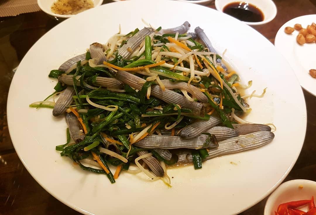weird vietnamese foods - stir fried sá sùng