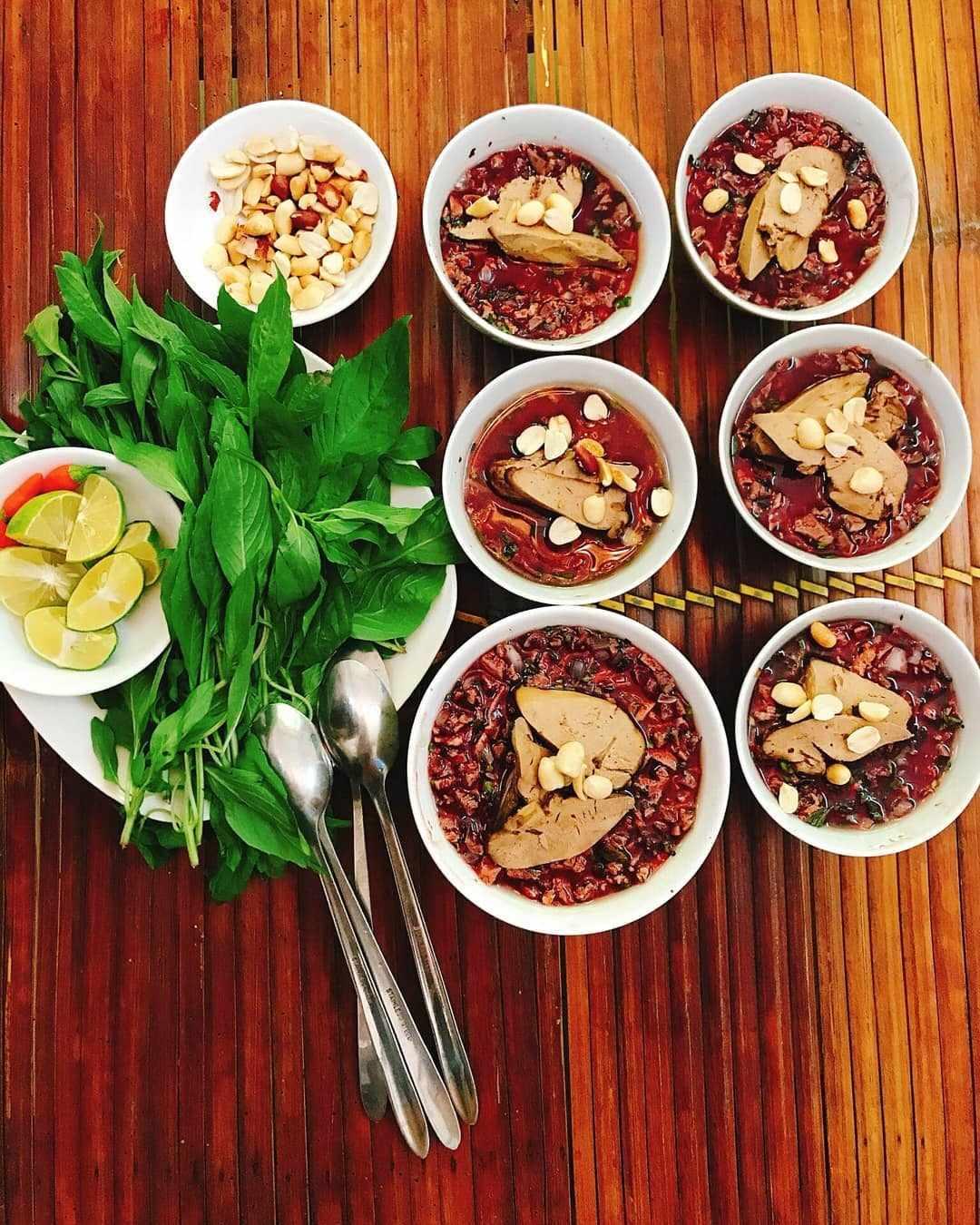 weird vietnamese foods - tiết canh