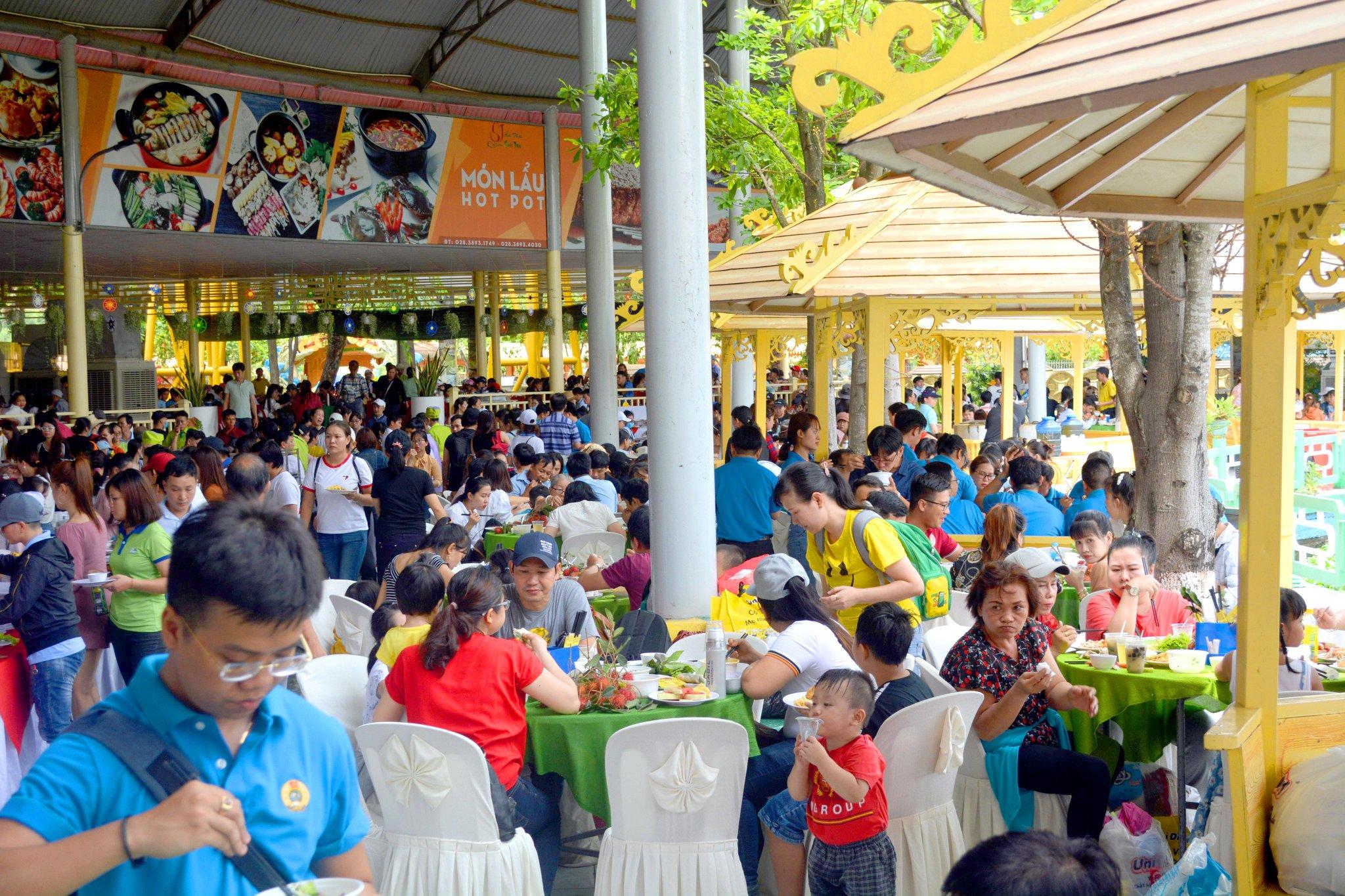 Suoi Tien Theme Park-restaurant