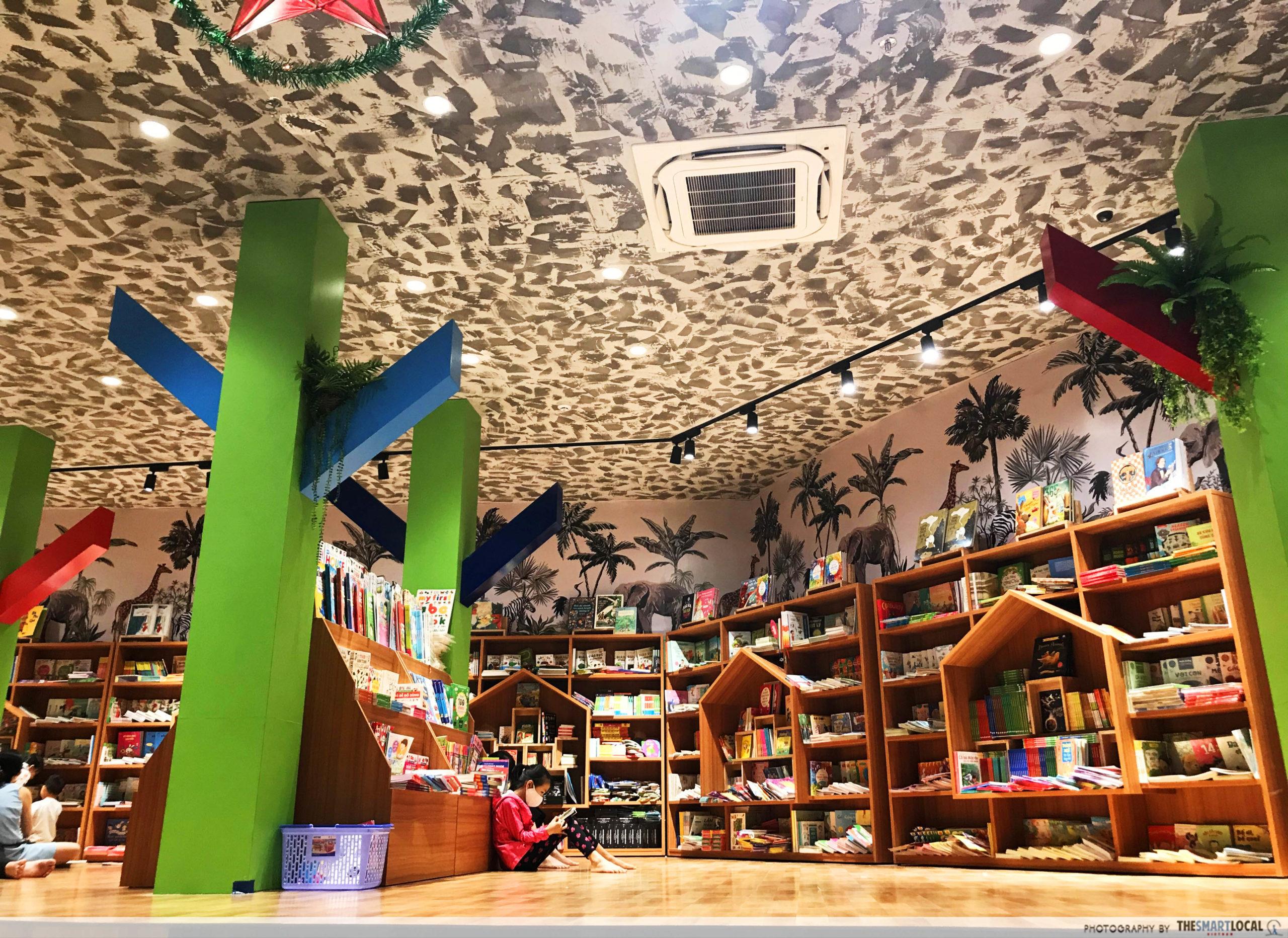 Phuong Nam Book City Saigon Center_reading space