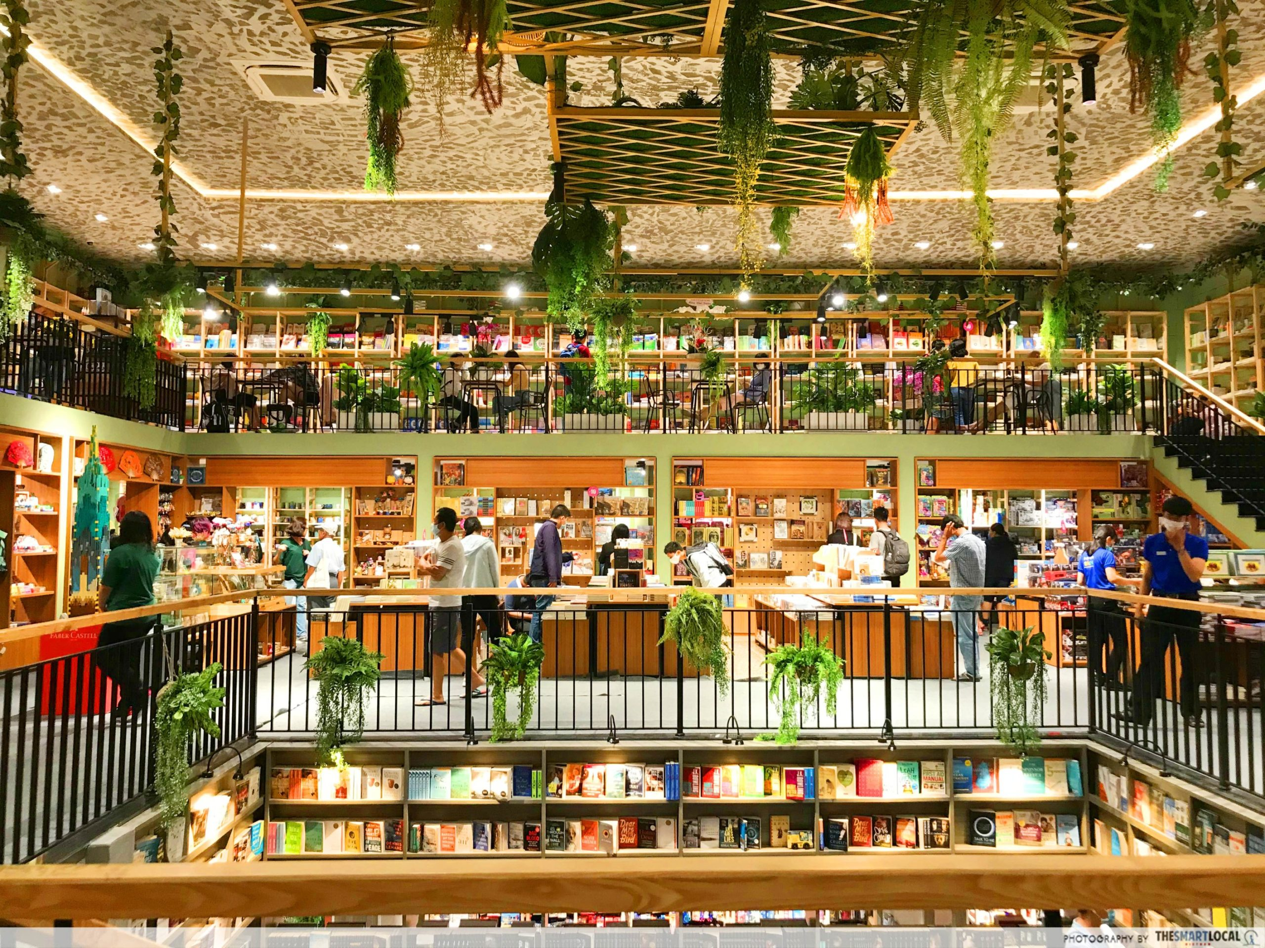 Phuong Nam Book City Saigon Center_English books
