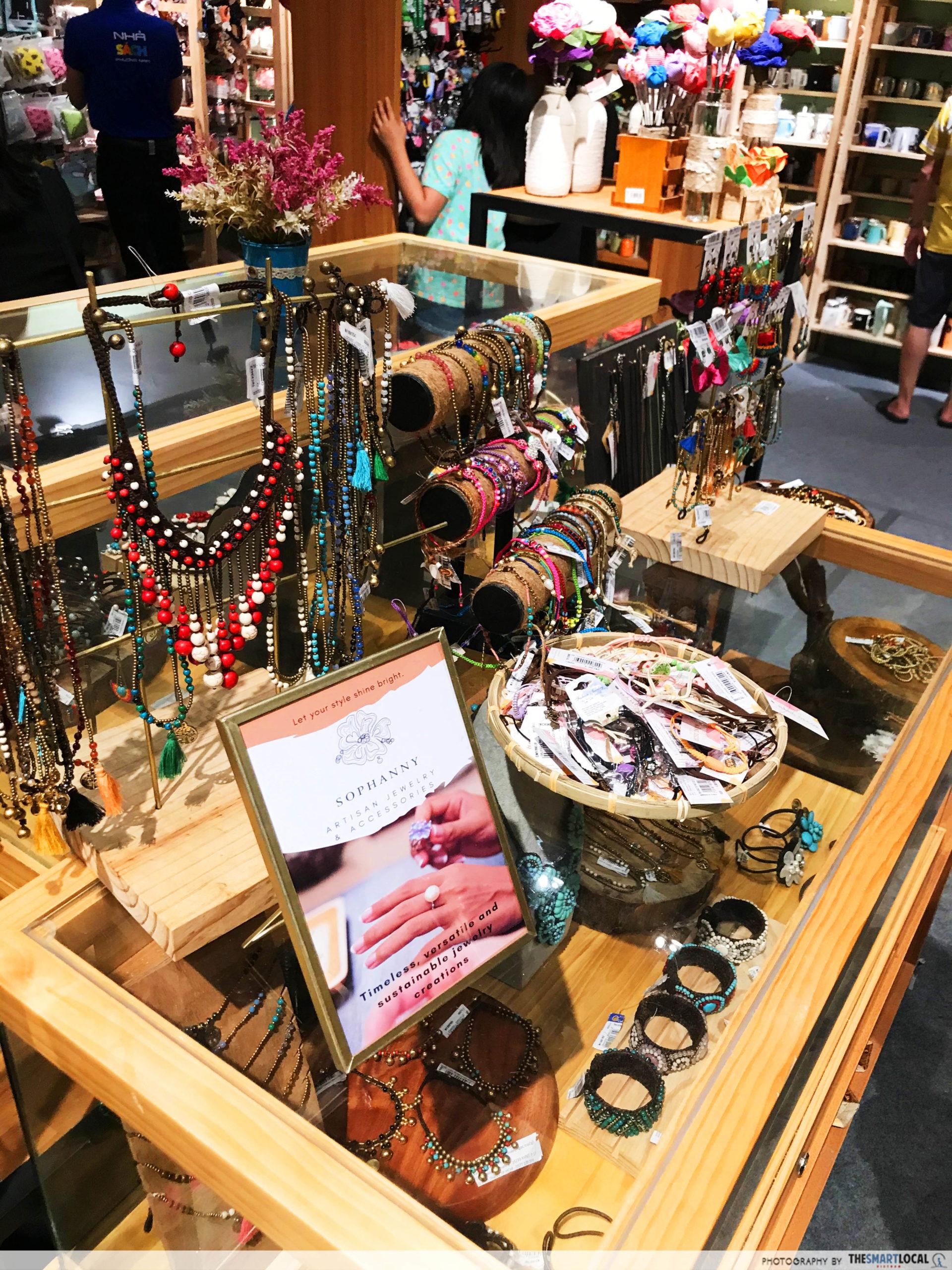 Phuong Nam Book City Saigon Center_jewelry