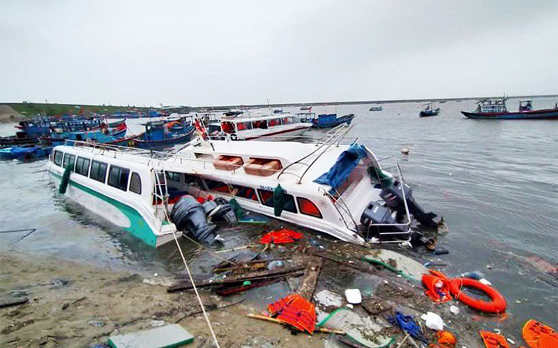 Typhoon Molave_capsized boats