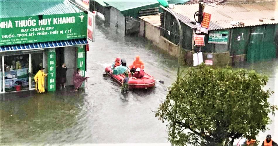 Typhoon Molave_flooding in Vinh sailing