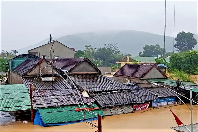 Typhoon Molave_flooding in Vinh