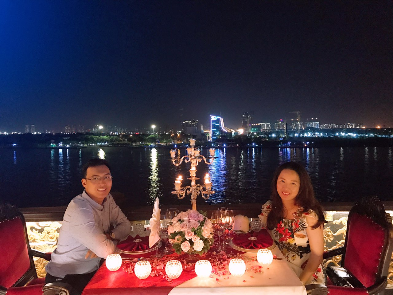 Saigon riverside restaurants_elisa