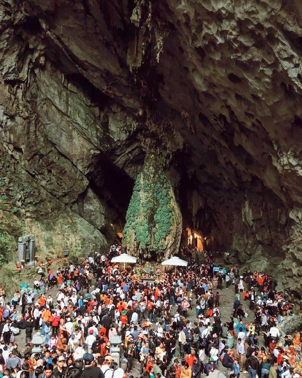 Vietnam pagodas - Hương Tích cave