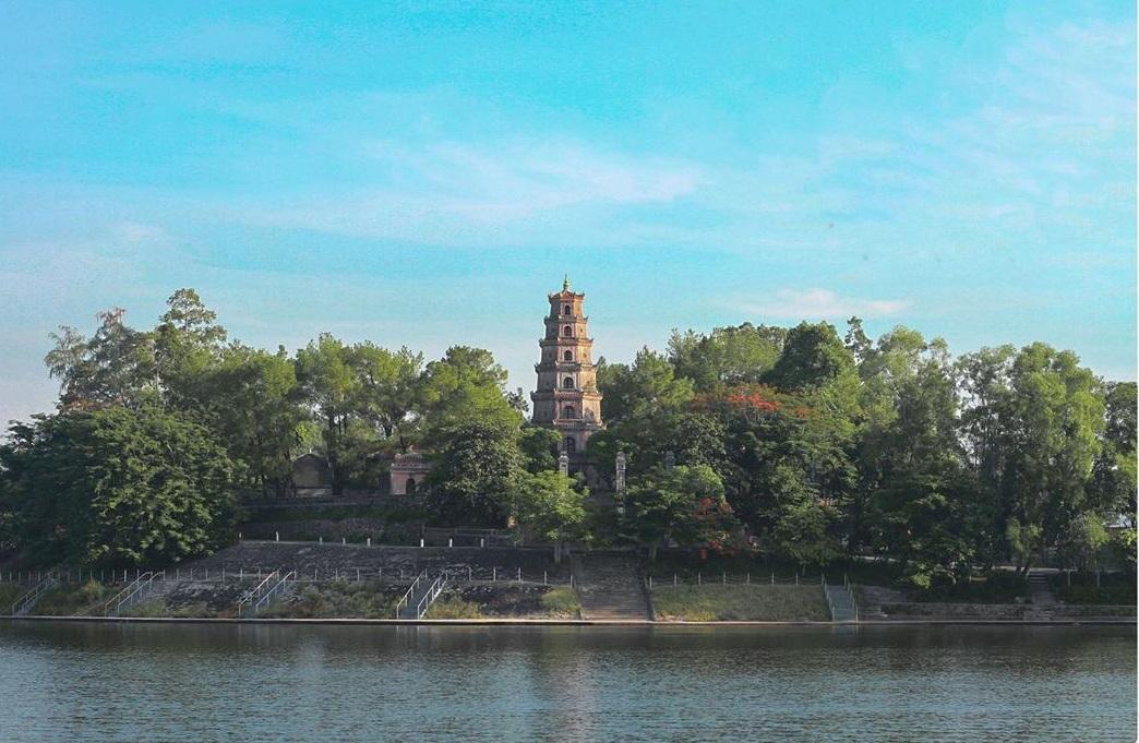 Vietnam pagodas - Thiên Mụ pagoda