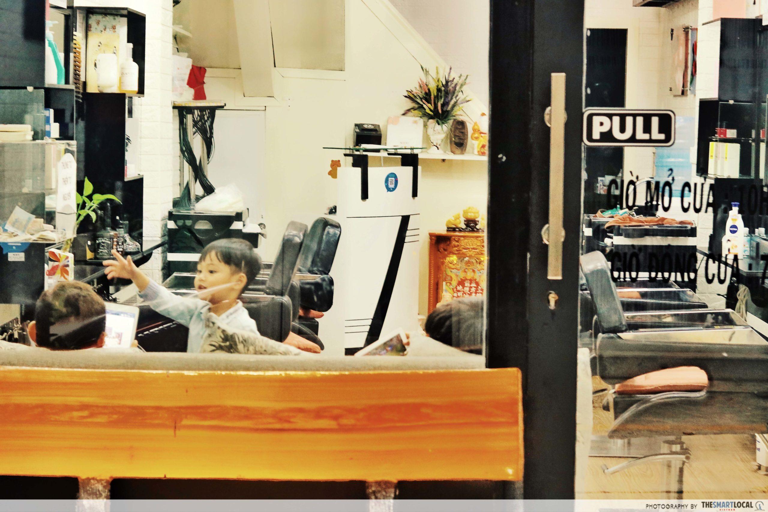 15A Le Thanh Ton alley hair salon