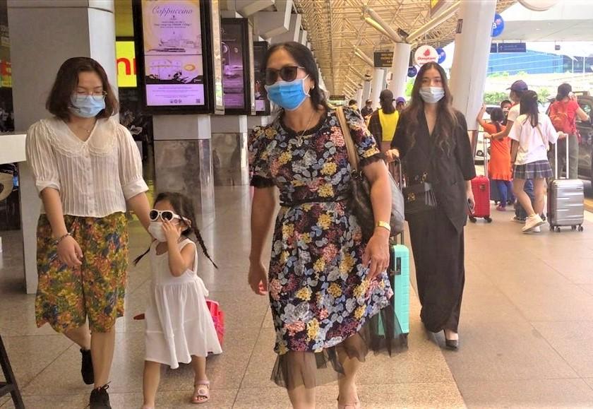 Tan Son Nhat airport wearing masks
