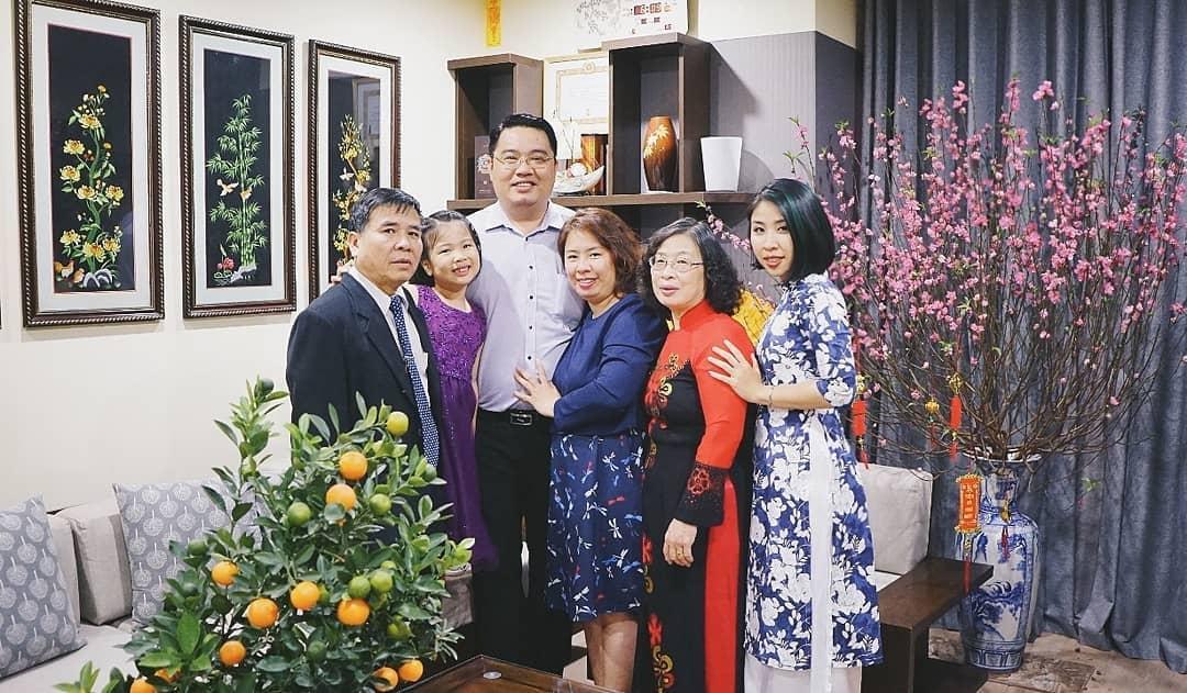 Tet visit relatives