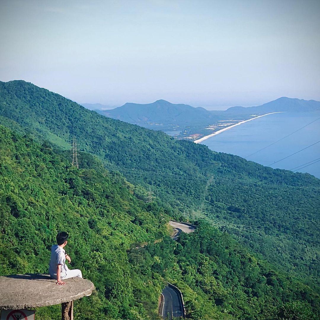 beautiful abandoned places - Hai Van gate mountaintop view