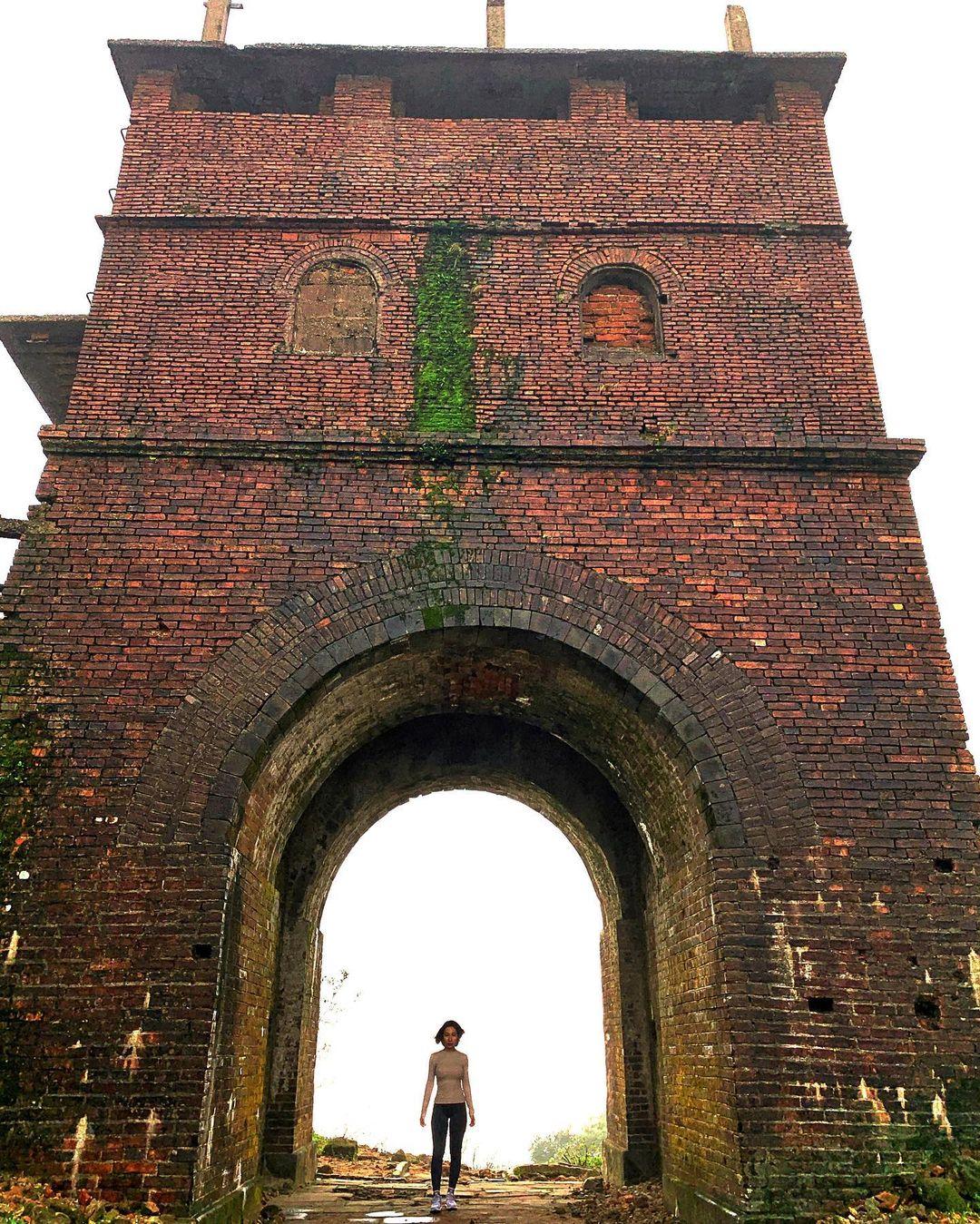 beautiful abandoned places - Hai Van Gate tower