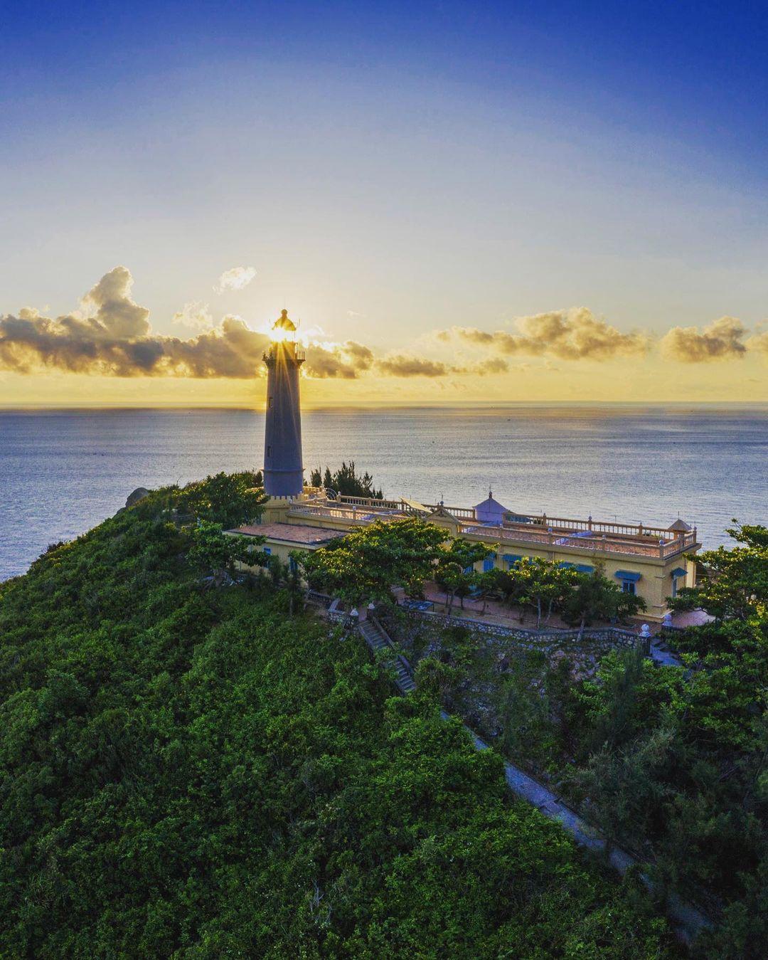 vietnam lighthouses - dai lanh lighthouse