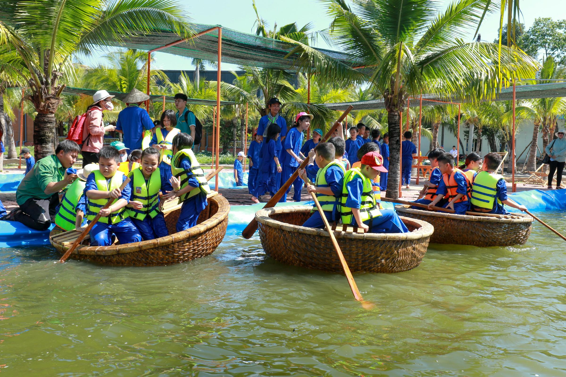 kids sailing basket boats