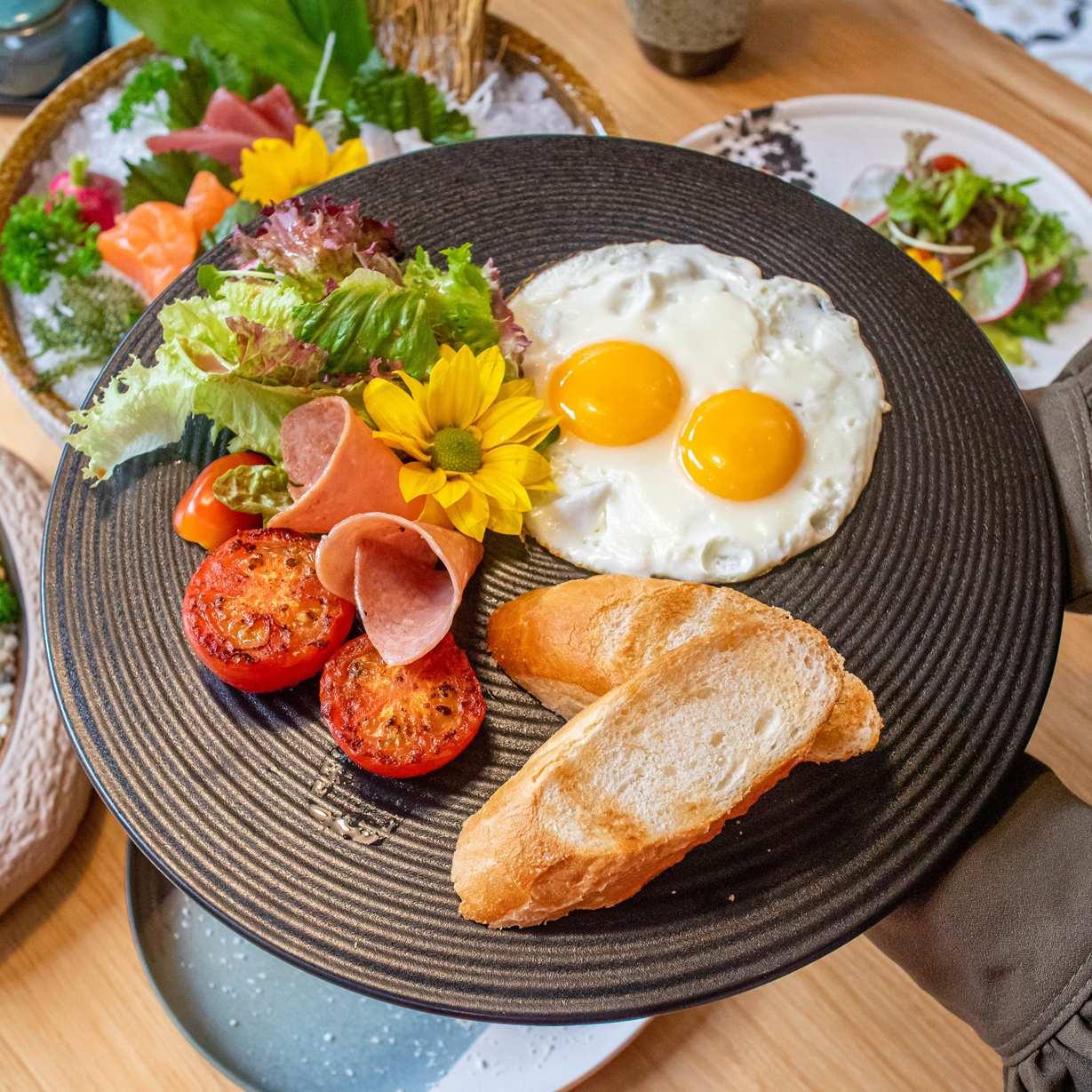 jako restaurant break fast fried eggs