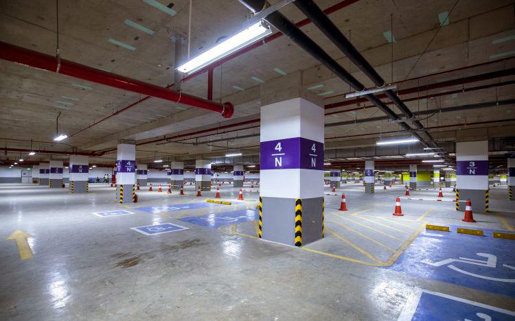 Aeon Mall free parking lot