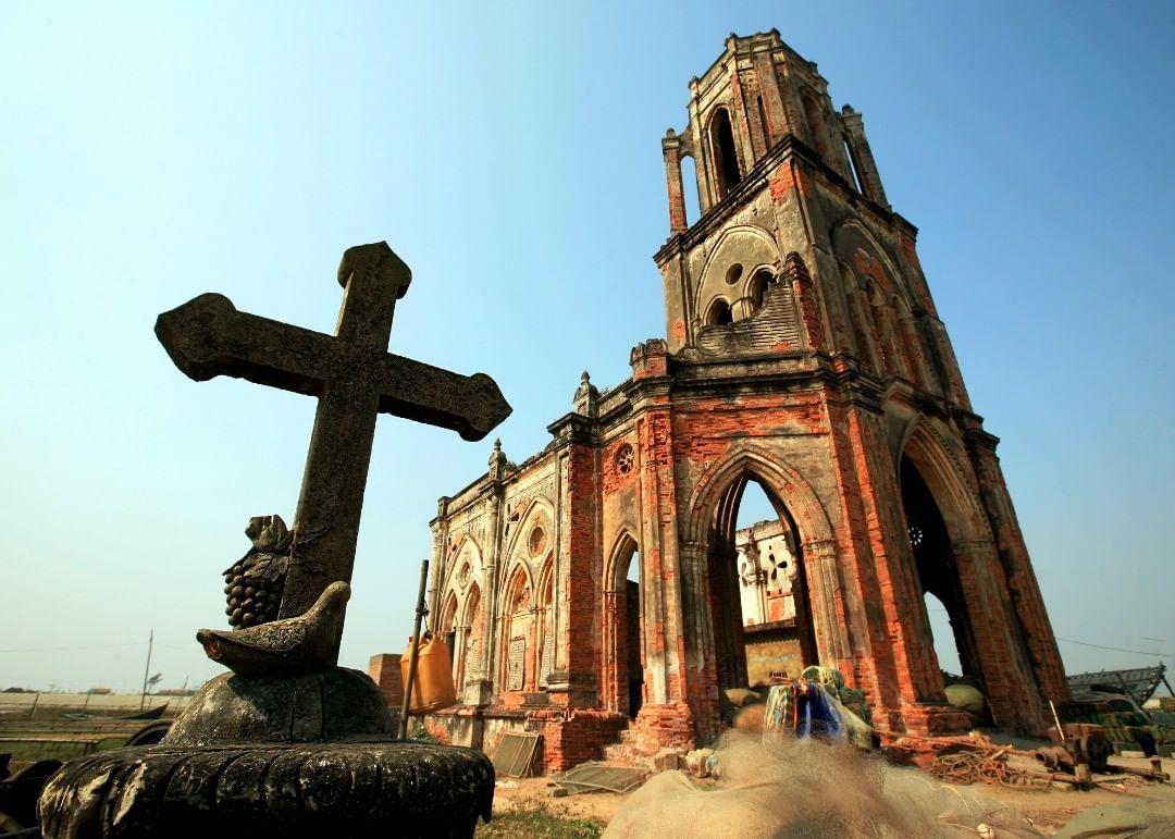 beautiful abandoned places - Hai Ly church