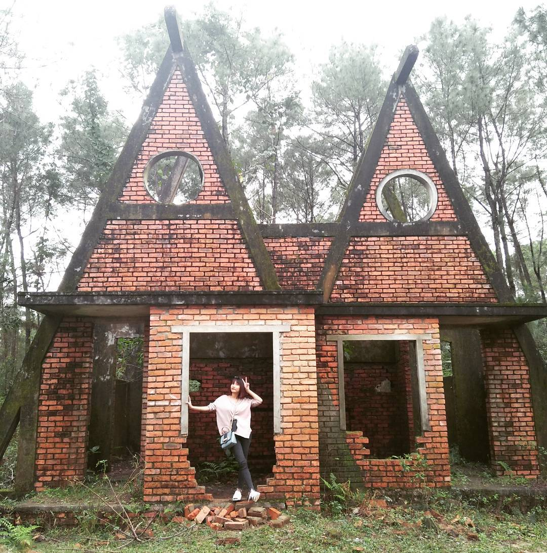 beautiful abandoned places - ruined building