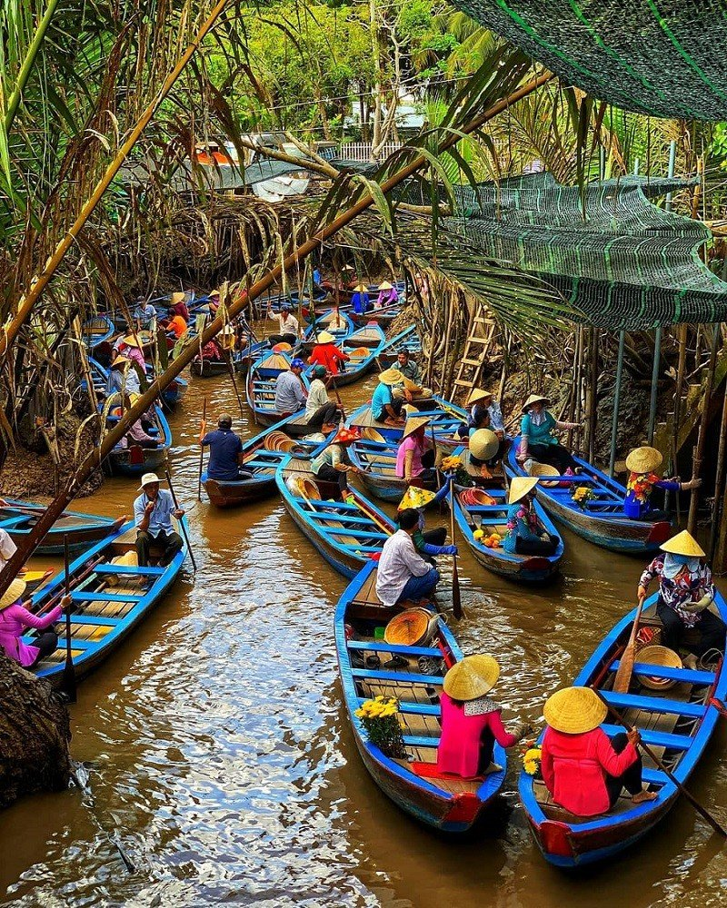 ben tre river with boats
