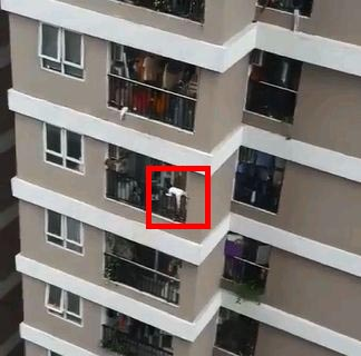 truck driver save kid falling off balcony