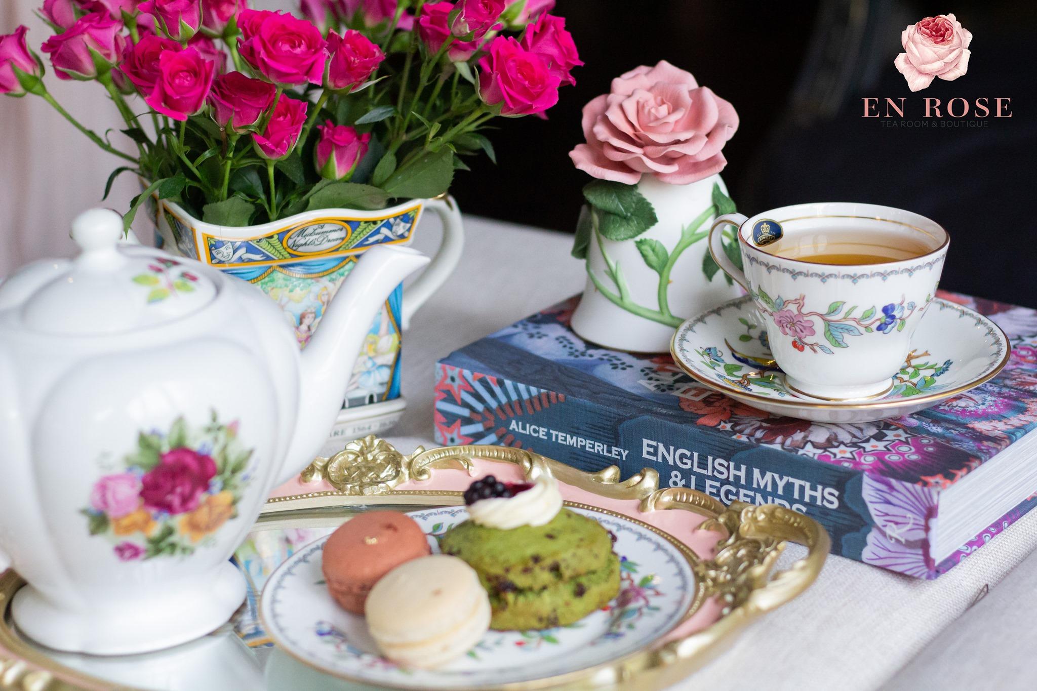 En Rose tea treats