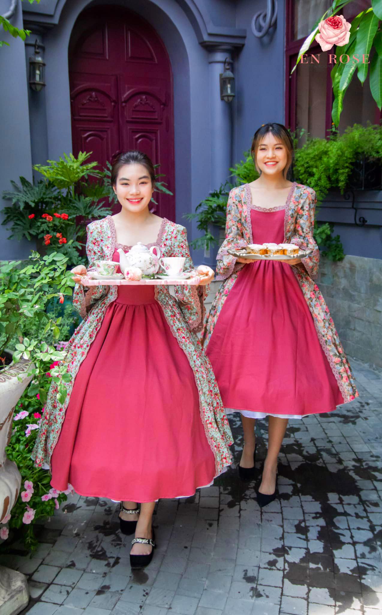 En Rose tea house staff