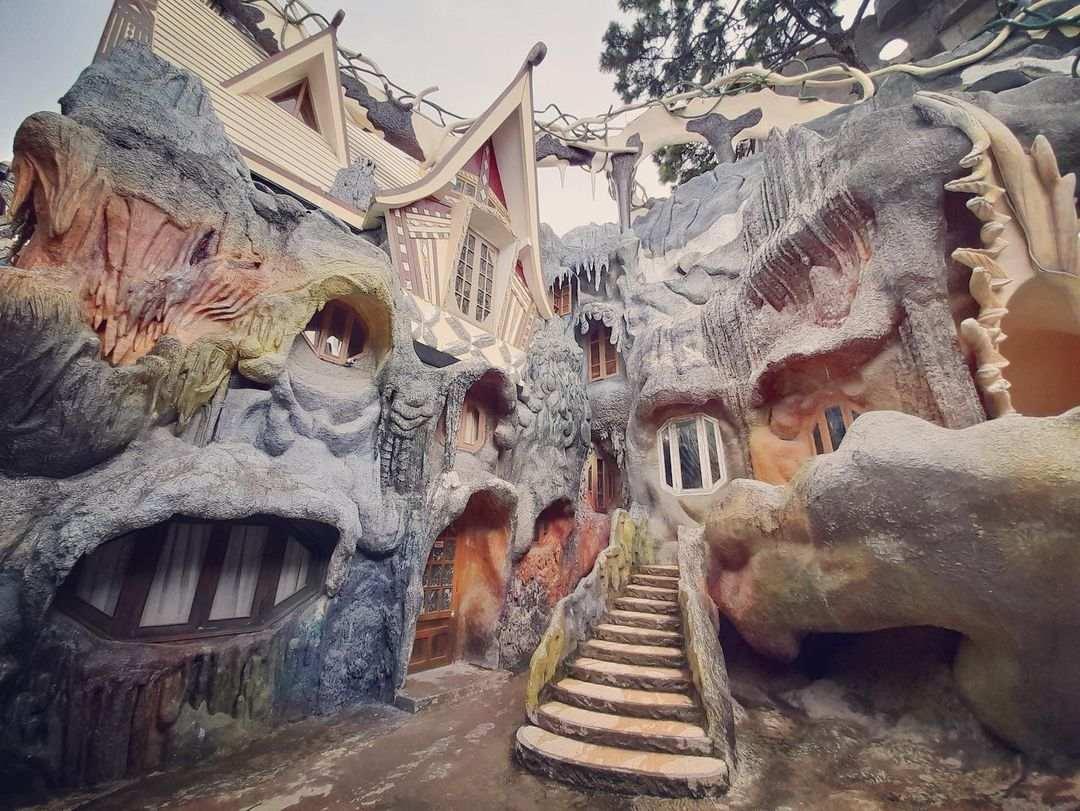 unique buildings Vietnam - crazy house outdoor