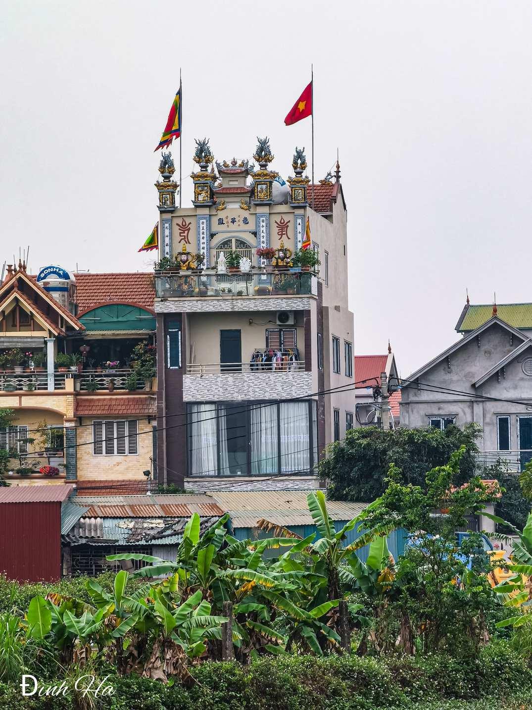 unique houses Vietnam - house with rooftop temple