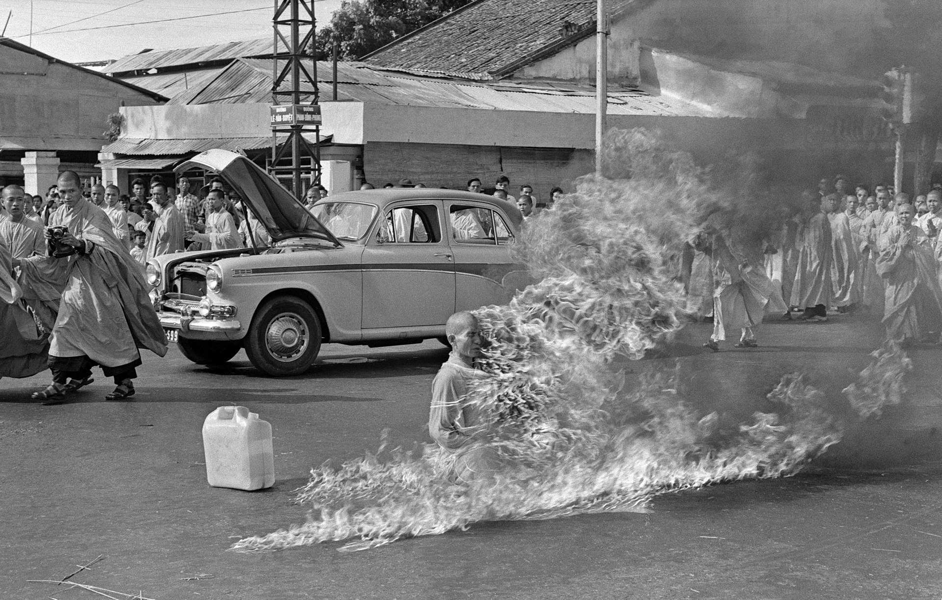 thich quang duc self immolation
