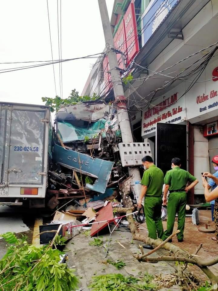 truck crashes donate 2