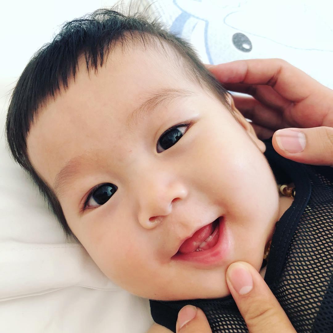 Vietnamese superstitions - baby teeth
