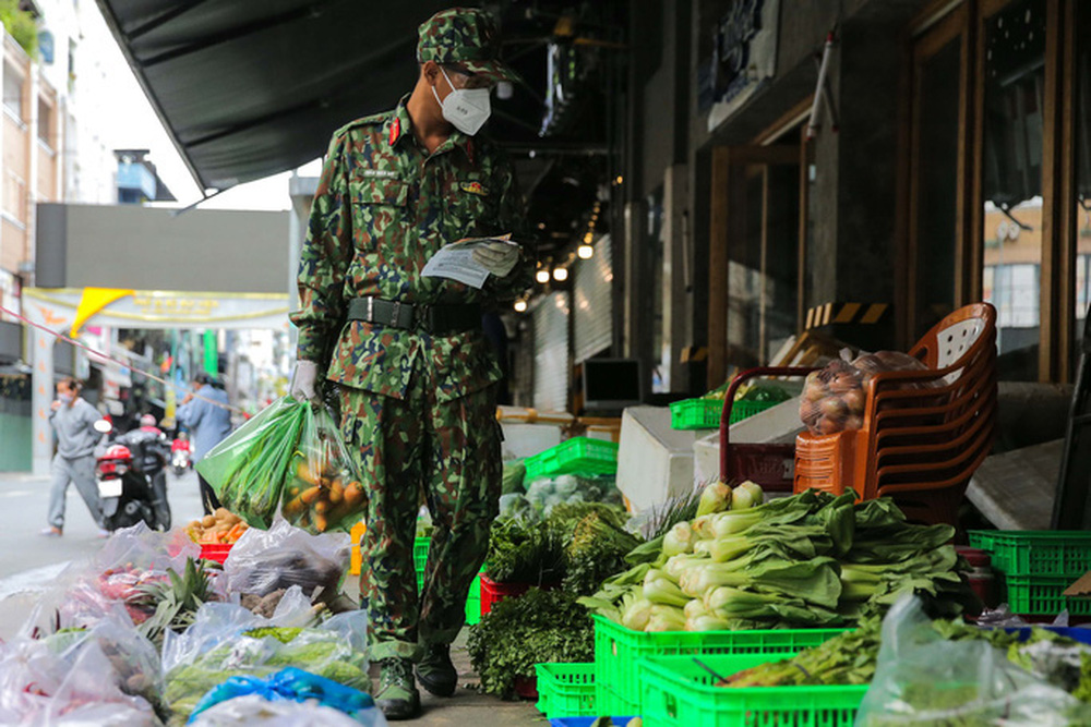 soldiers groceries bomb