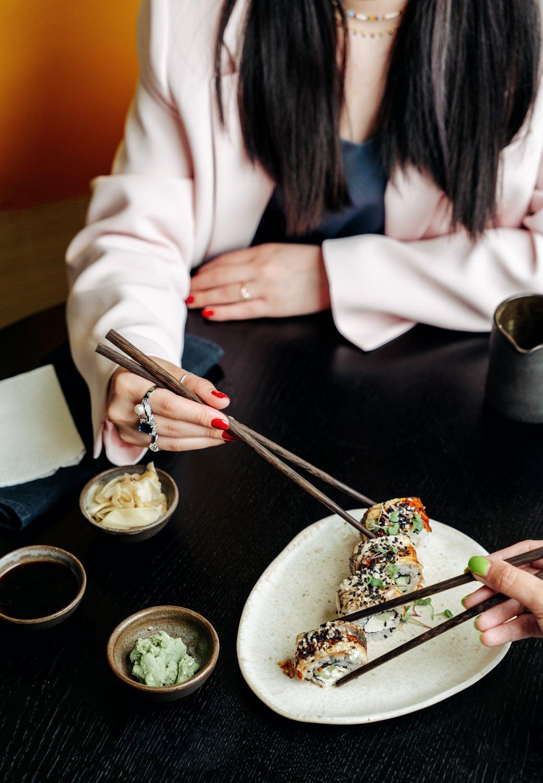 Vietnam etiquette - don't point chopsticks