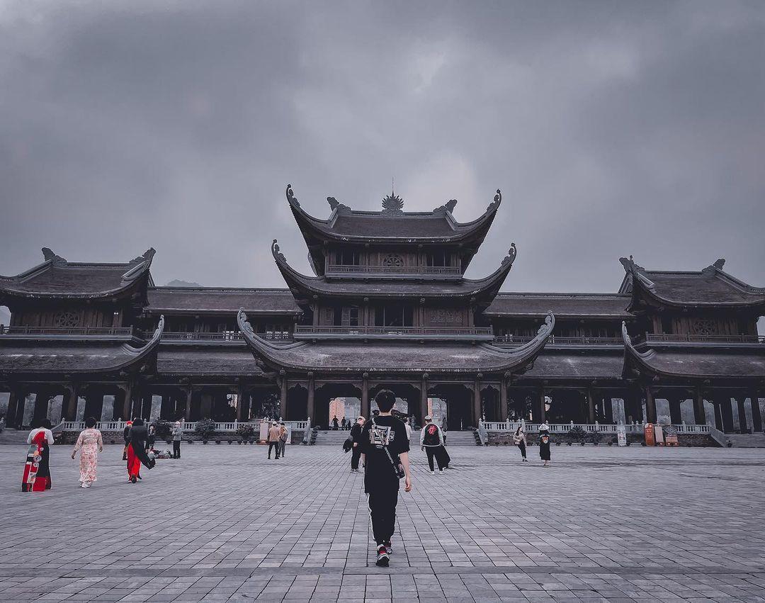 modest clothing at pagodas