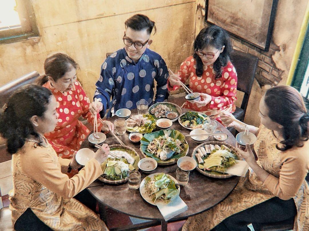 vietnam etiquette - wish good meal
