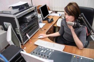 b2ap3_thumbnail_female_radio_announcer-pic1.jpg