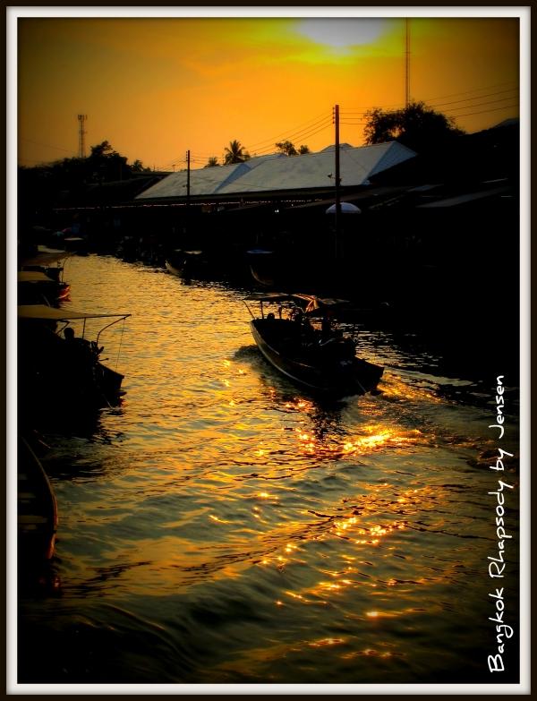 b2ap3_thumbnail_Dusk-at-Amphawa.jpg