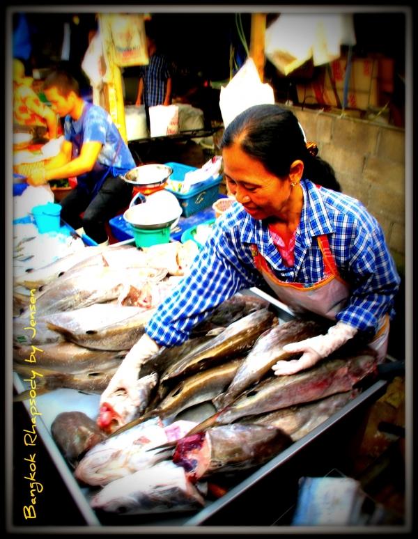 b2ap3_thumbnail_Maeklong-fishmonger.jpg